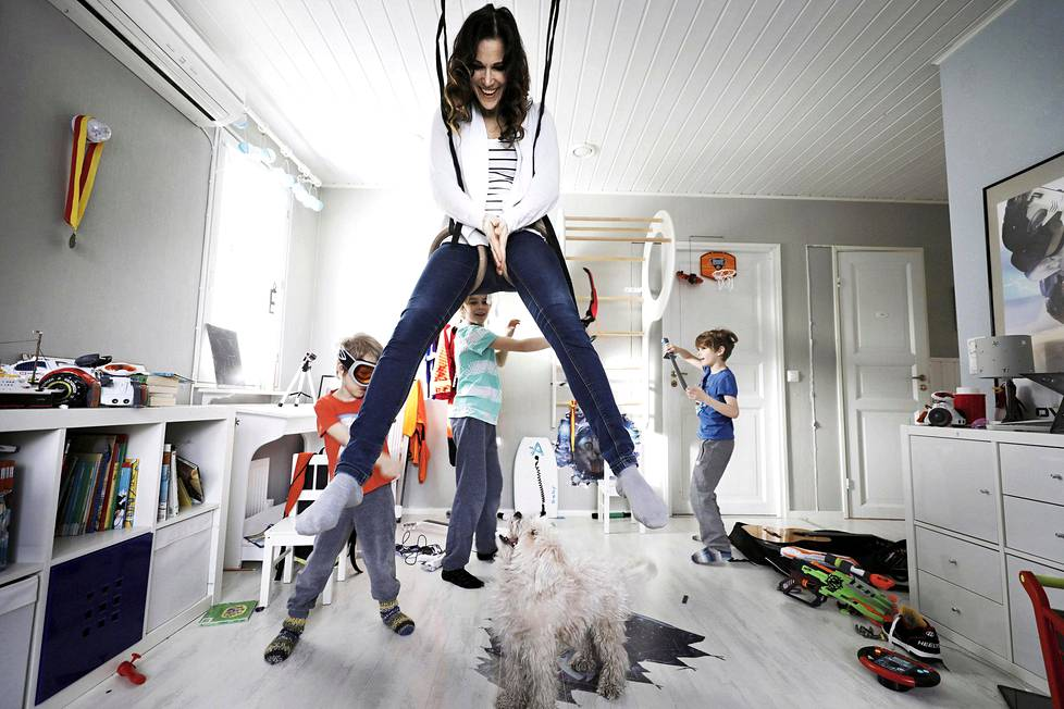 Jonna Mikkosella ja hänen puolisollaan on neljä poikaa, viisivuotiaasta 13-vuotiaaseen.