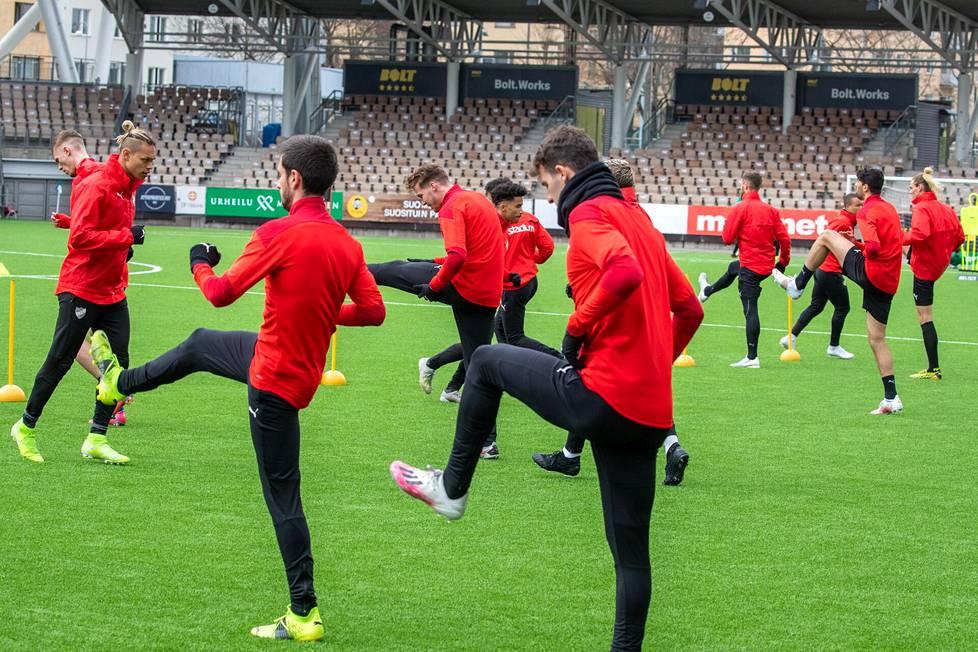 HIFK:n pelaajia harjoituksissa Bolt-areenalla pari päivää ennen HIFK:n liigakauden avausta.