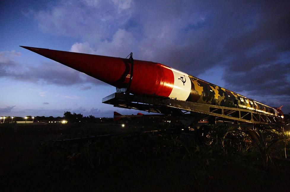 Tämä keskimatkan ydinohjus oli yksi niistä, jotka käynnistivät Kuuban ohjuskriisin vuonna 1962. Vielä tuohon aikaan Moskovasta annettua laukaisukäskyä ei olisi voinut enää peruuttaa.