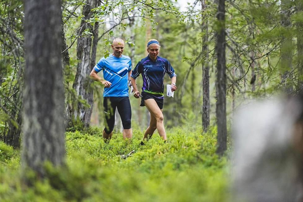 Juha Lehtonen ja Kaisa Reinius tapasivat torstaina ensi kertaa kasvokkain Äkäslompolossa ja kävivät Kukastunturin maastossa suunnistamassa kuntorasteilla.
