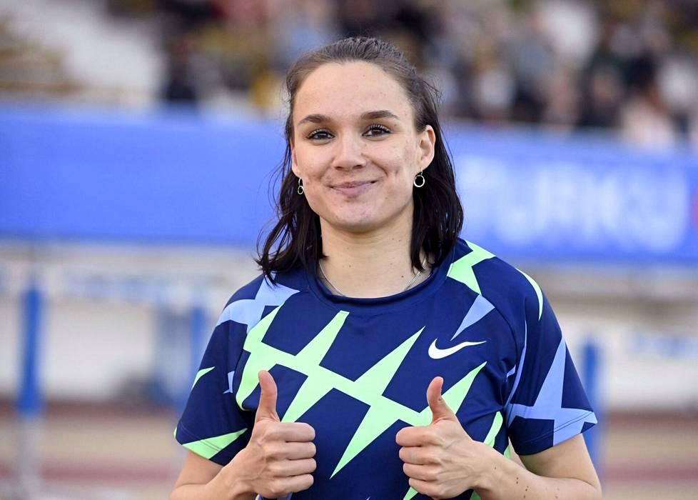 Senni Salminen peukutti kolmiloikan Suomen ennätystään tiistaina Turussa.