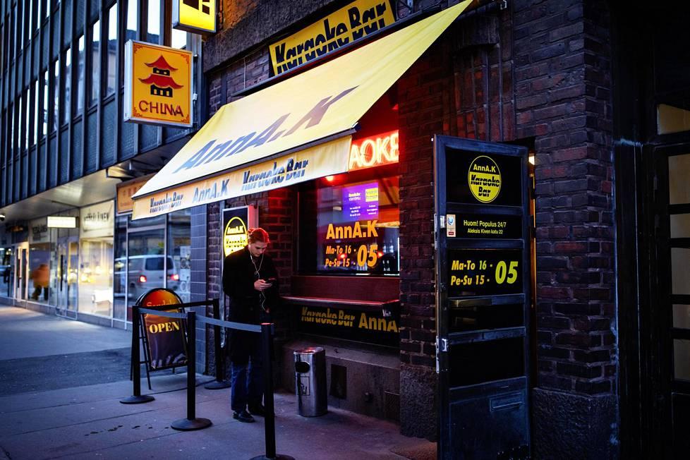 Karaokebaari Anna K:ssa oli perjantai-iltana noin 10 asiakasta. Yleensä vilskettä on huomattavasti enemmän.