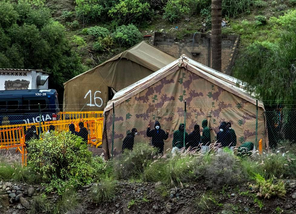 The Barranco Seco reception camp has been set up at an old military base on the outskirts of Las Palmas.