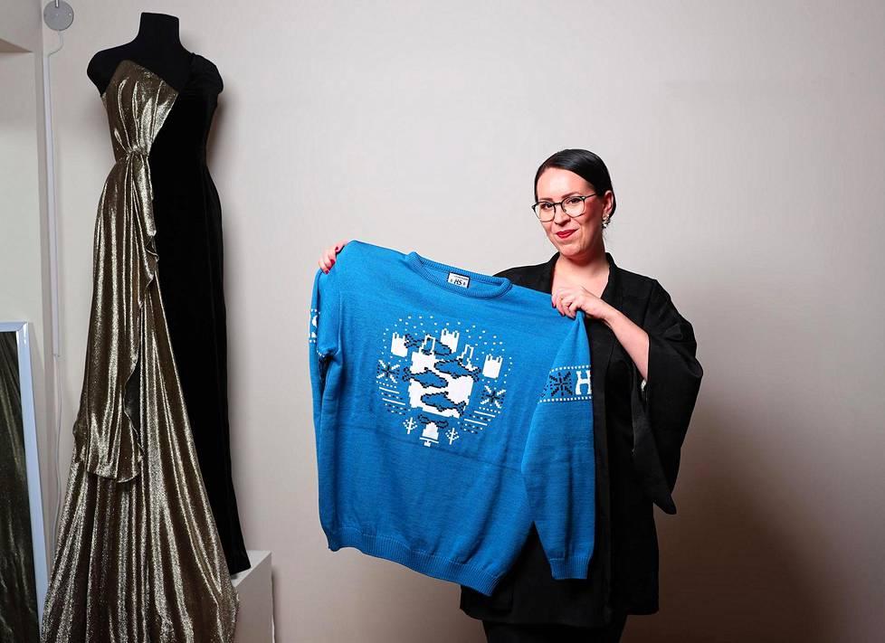 Muotisuunnittelija Anne-Mari Pahkala kehui, että lahjapaita on laadukas ja leikkisä. Ja mikä parasta, se on tehty Suomessa.