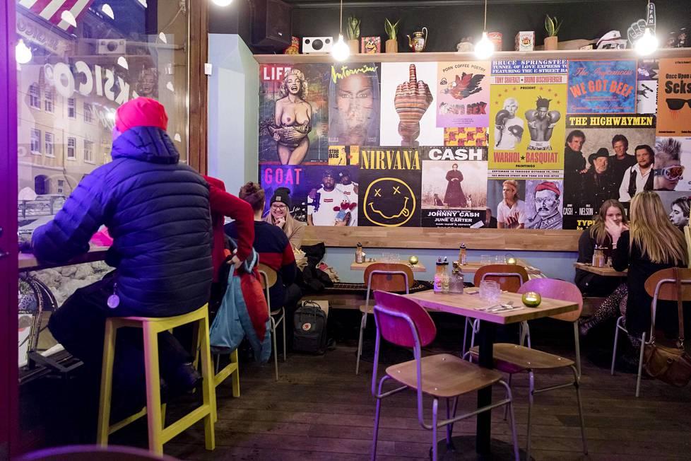 Seksico toimii Skiffer-ravintolan kyljessä Viiskulmassa. Visuaalinen ilme on kutkuttavan hauska.