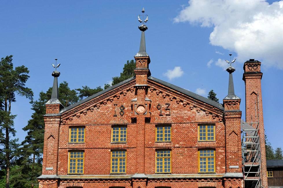 Verlankosken partaalle perustettiin ensimmäinen puuhiomo vuonna 1872. Vuonna 1882 patruuna Gottlieb Kreidl perusti kauppayhtiön kahden yhtiökumppaninsa kanssa ja rakensi Verlaan uuden tiilisen puuhiomon. Kuivaamorakennukseen on muurattu rakennusvuosi 1893.