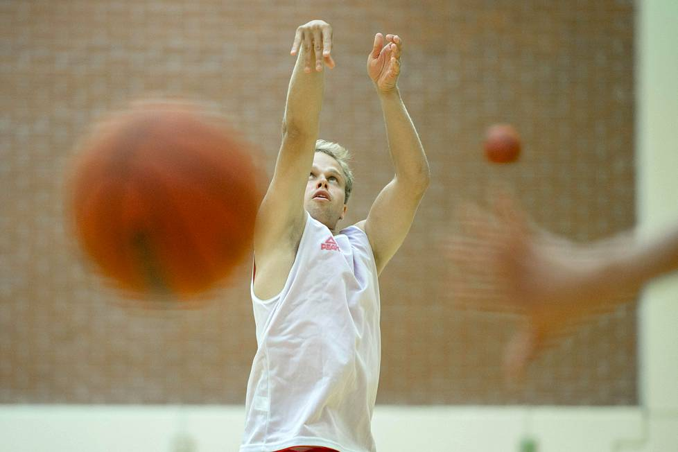 Tällä kaudella Marius van Andringa edustaa Turun Ura-Basketia.
