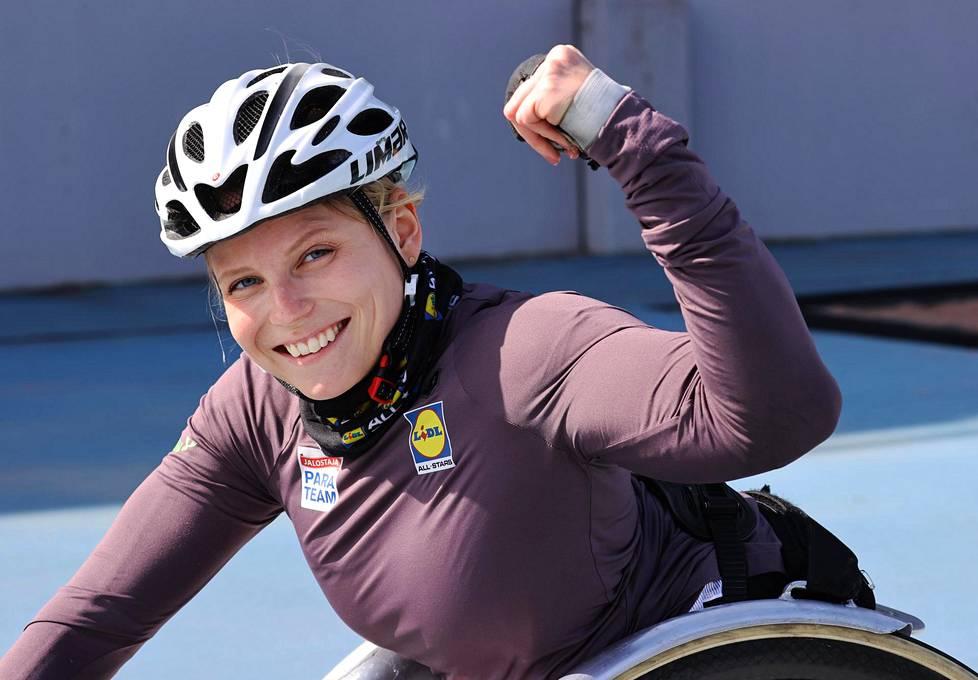Ratakelaaja Amanda Kotaja on treenannut tänä keväänä paljon perusvoimaa, koska kilpailukauden alkamisesta ei ole vielä tietoa.