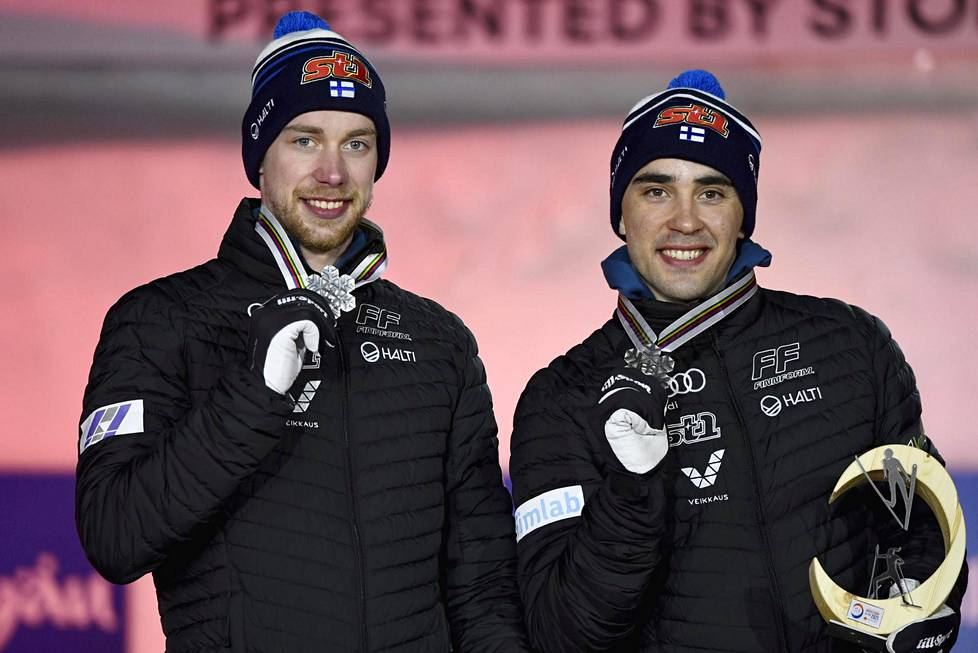 Ristomatti Hakola (oik.) otti Joni Mäen kanssa MM-hopeaa sprinttiviestissä.