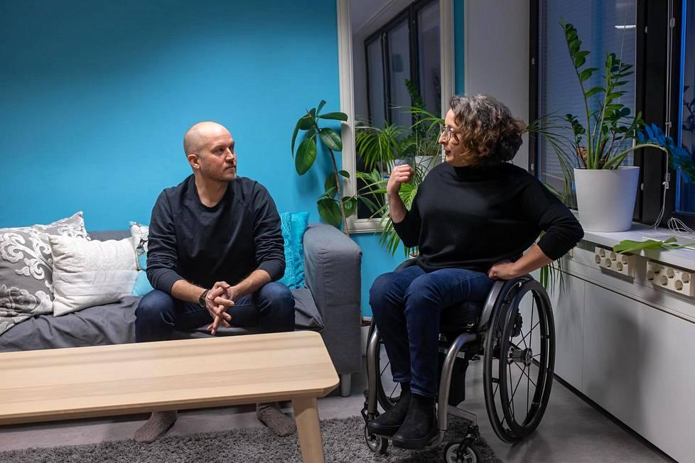 Tommy Lindgren ja Mina Mojtahedi korostavat, että vastuu ihmisoikeuksista ei voi jäädä urheilijalle.