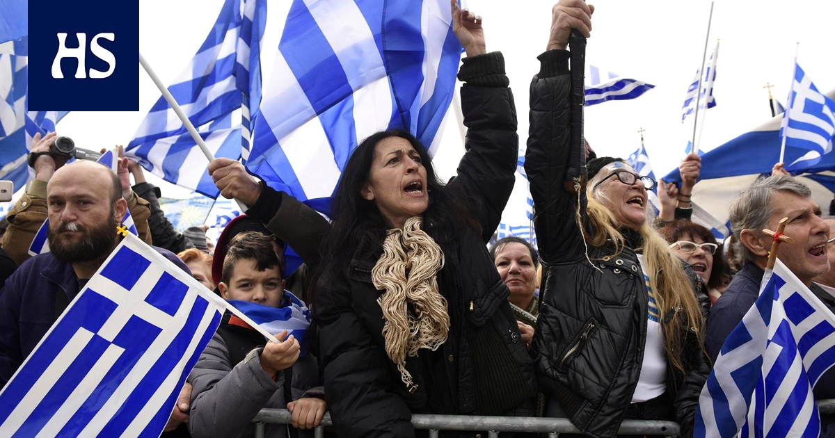 В Афинах десятки тысяч греков протестуют против соглашения с Македонией